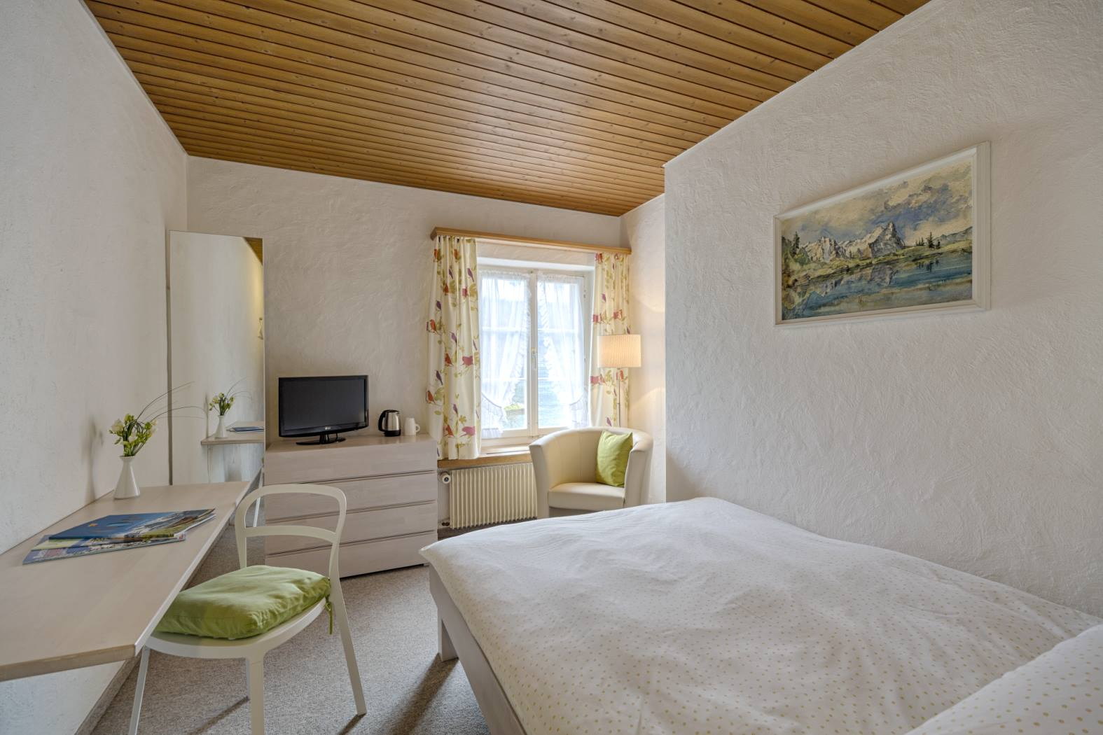 Single room: book best rate on our website www.hotel-neuhaus.ch, Hotel neuhaus zum see, Unterseen, Interlaken
