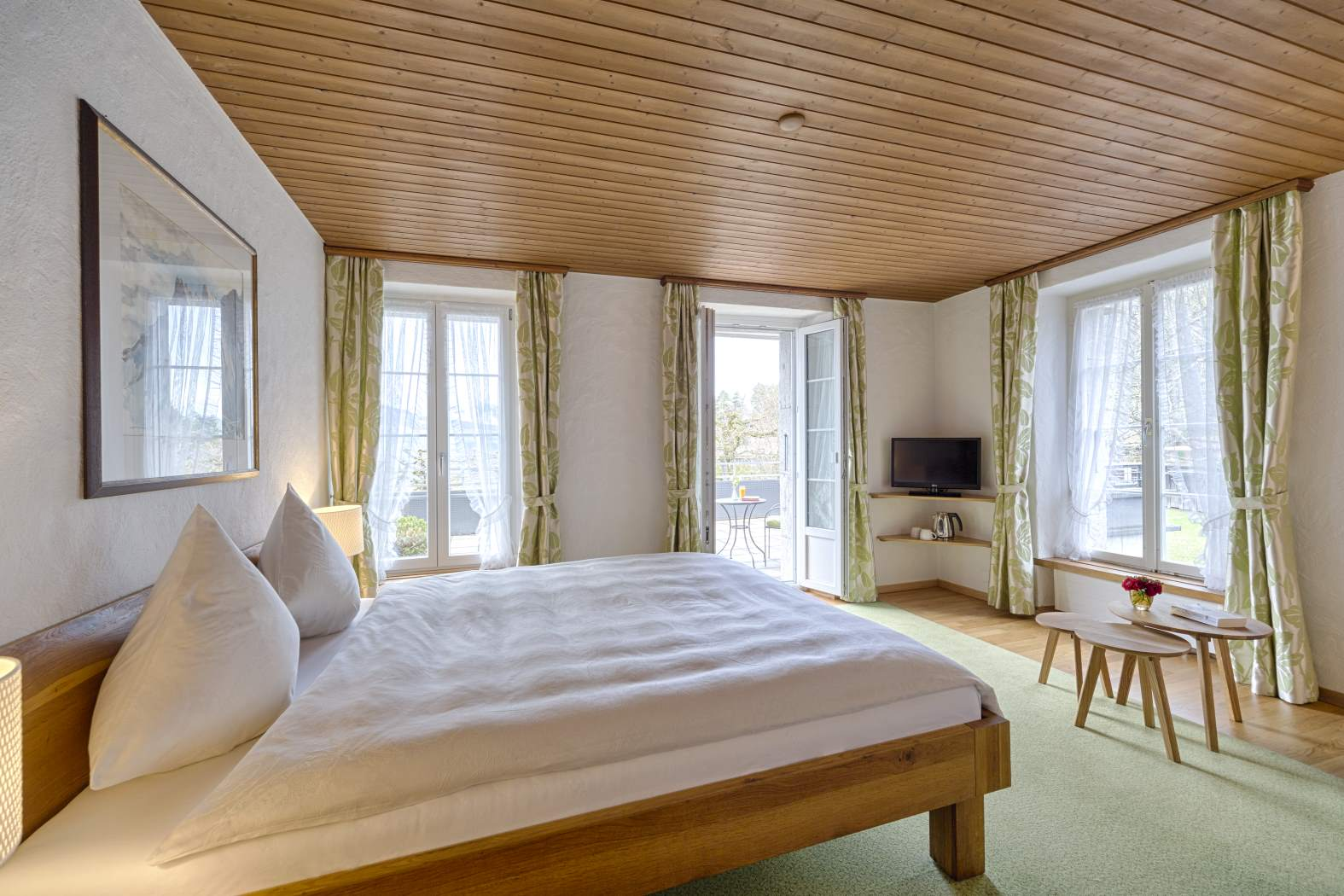 Double room with view to Lake Thun: book best rate on our website www.hotel-neuhaus.ch, Hotel neuhaus zum see, Unterseen, Interlaken