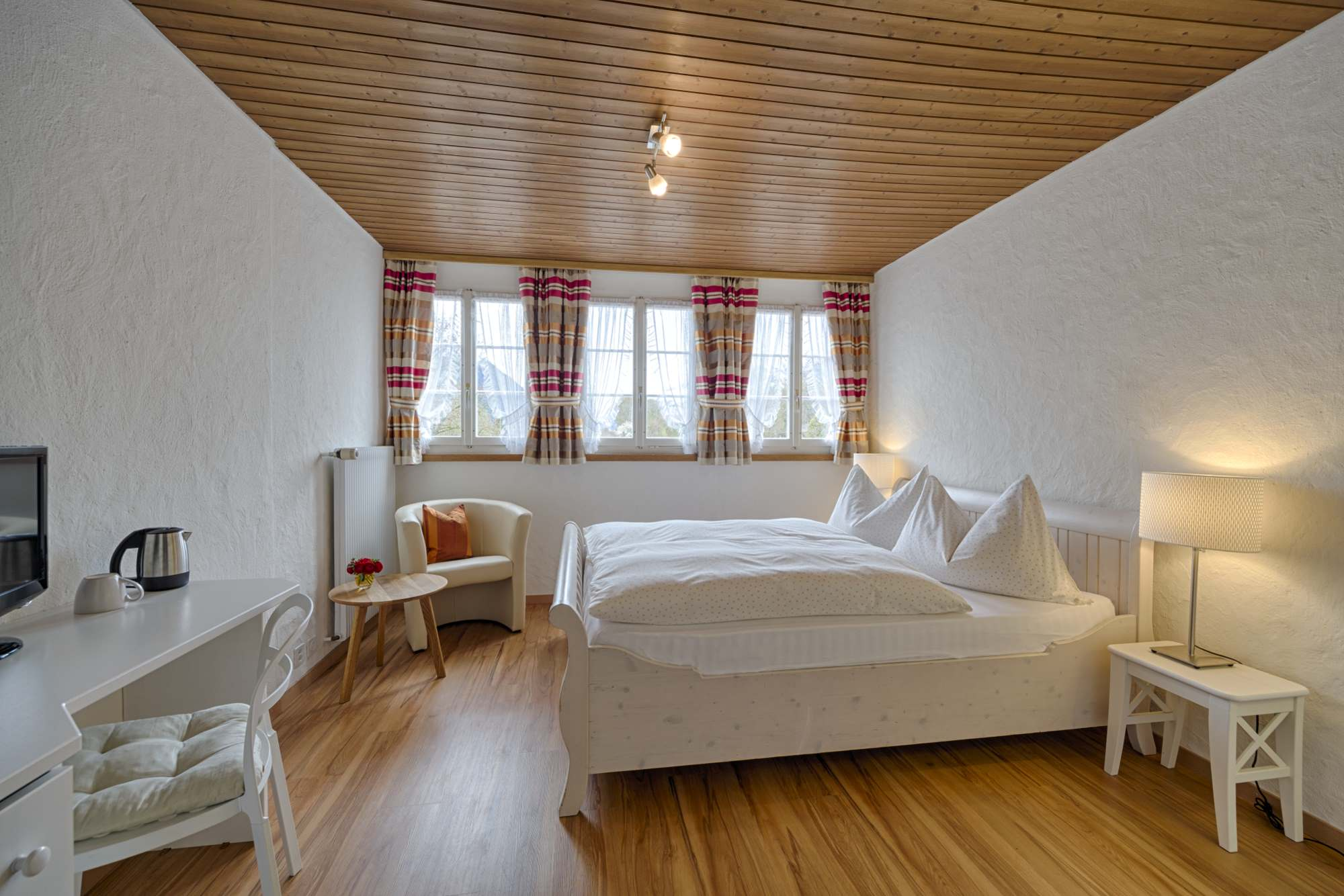 Double room with view: book best rate on our website www.hotel-neuhaus.ch, Hotel neuhaus zum see, Unterseen, Interlaken